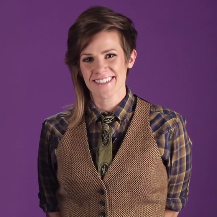 11 QUESTIONS YOU WANT TO ASK A LESBIAN WITH CAMERON ESPOSITO #lesbian #comedian #cameron #esposito