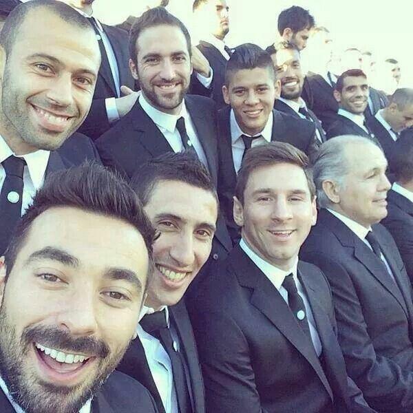 Mascherano, Lavezzi, Di Maria, Messi, Rojo, Higuaín y Sabella. Selfie