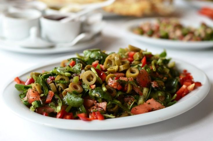 Pipirim(Semiz otu) Piyazı - Yemeklerinizin Yanına Harika Bi salata mı İstiyorsunuz. O zaman Bu Salata Tam da Size Göre......    Pipirim Piyazı Malzemeler    1 adet salatalık  Yarım demet maydanoz,  1 adet kuru soğan  1-2 adet yeşil biber  1 adet kırmızı biber  1 demet pirpirim (semiz otu)  Yarım limon,  2 …