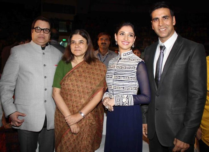 Akshay and Tamannaah promote Entertainment along with Maneka Gandhi | PINKVILLA