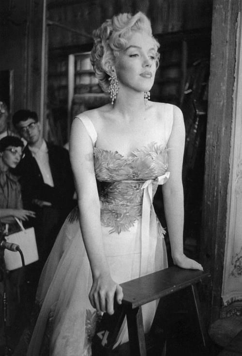 Marilyn 1950s: Beautiful Marilyn, Bridal Parties Dresses, Marilyn Monroe Photo, Dennis Stockings, Norma Jeans, Icons, Marylin Monroe, Sweet Dresses, The Dresses