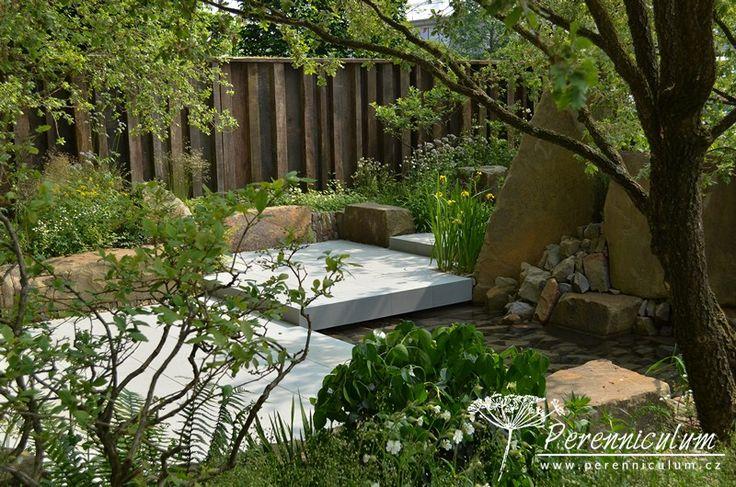 The M&G Garden, zahradní architekt Cleve West. Zahrada je moderní interpretací kraje, kde Cleve West vyrůstal, exmoorských dubových lesů.