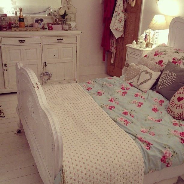Pin by mar a g mez on bedrooms pinterest bedroom ideas for Girly teenage bedroom designs