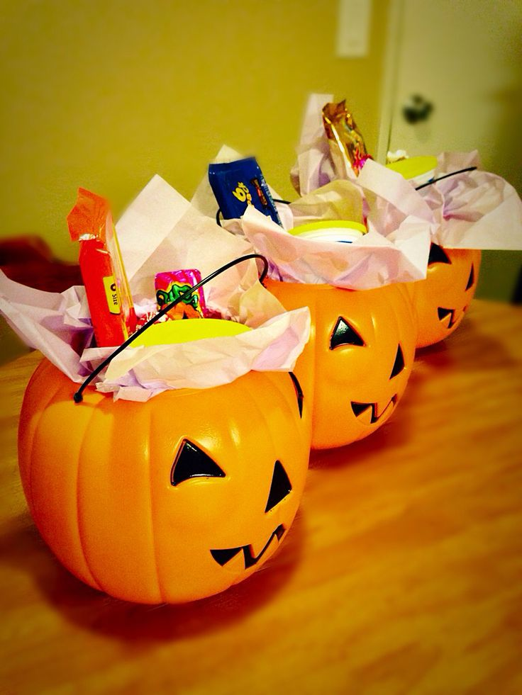 Halloween gift bag ideas for adults