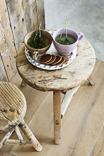 Wouldn't be nice to sip a cup of tea sitting at a small wooden table like this? Tea + Nature = Love
