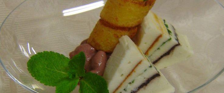 Bavarese al Taleggio D.O.P. su spuma di cipolle rosse, zenzero e cialda croccante #taleggiodop #ricette #fingerfood #taleggio
