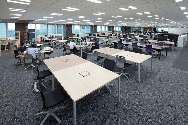 株式会社丹青社様の納入事例/【執務エリア】業務内容に合わせて、6種類のデスクを選択できるフリーアドレススペース。