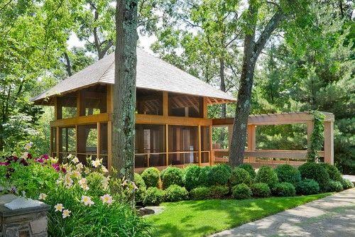 Dieser Pavillon mit hohen Decke ist geräumig und hat eine robuste Konstruktion. Die Bildschirme Schädlinge fernzuhalten, aber erlauben, dass die Menschen in eine vollständige Ansicht der Landschaft und der Gegend rund um die Gartenlaube haben.