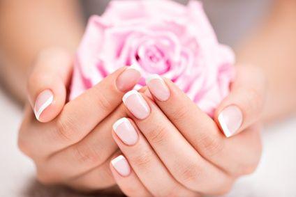 Chez Thao, Salon de Beauté, Styliste ongulaire, à Vitré, Ille et Vilaine, Bretagne : pose de faux ongles en gel ou en résine, vernis semi-permanent, nail art,....