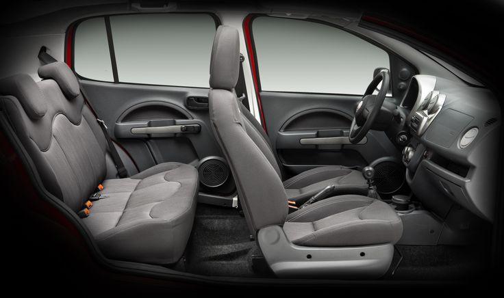 El  interior del Nuevo Fiat Uno explora formas más redondeadas, acogedoras, amigables y suaves, tanto para el conductor como para los pasajeros.