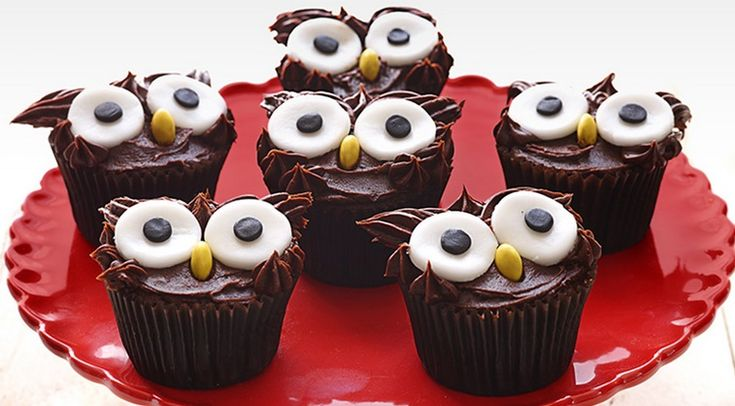 Tweet Owl Cupcakes... | I Wasn't Expecting That    Lovely idea, but I'd make them from scratch