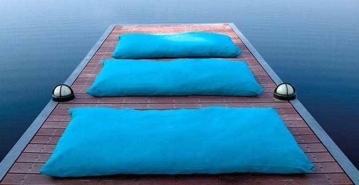 /Pauline_Grande cuscino sfoderabile, leggerissimo ed impermeabile è sviluppato per l'utilizzo esterno. Il tessuto è completamente lavabile ed estremamente resistente.  Il riempimento, in micro palline in EPS, è completamente impermeabile.