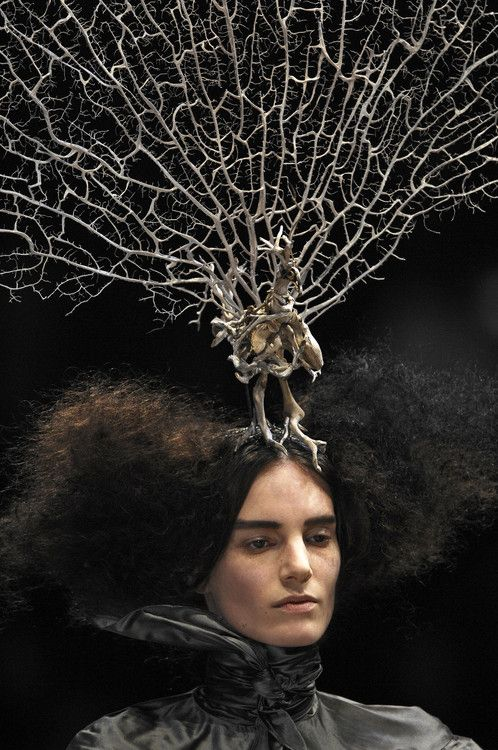 Alexander McQueen Paris Fall 2008 - Isabella blow inspired - leaf/coral bone structure