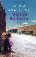 Marina Bellezza van Silvia Avallone. Een jongen en een meisje in Piëmont, een regio in het noordwesten van Italië, hebben als pubers een liefdesrelatie, maar groeien later uit elkaar.