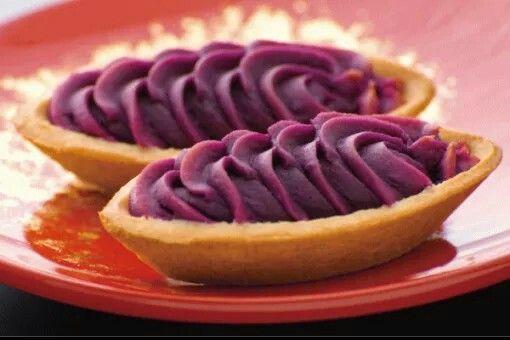 紅芋塔上面是如同霜淇淋的紫紅芋內餡,加上下層酥塔皮 Osaka