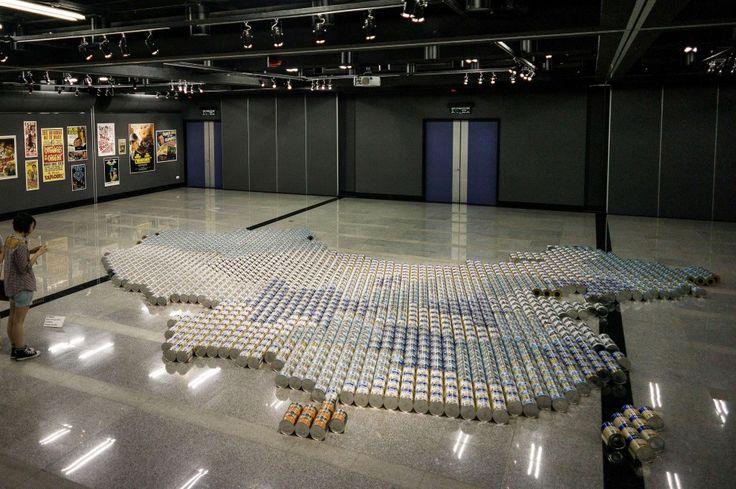 Weiwei ridisegna la Cina: 1800 barattoli di latte per neonati