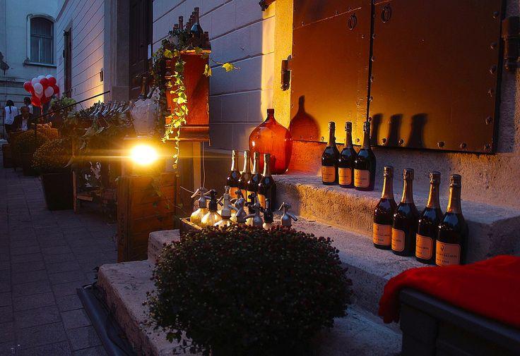 Pest-Buda http://www.pestbudabistro.hu/   Champagne #budapest #restaurant #pestbuda #restaurantdesign #champagne #billecartsalmon