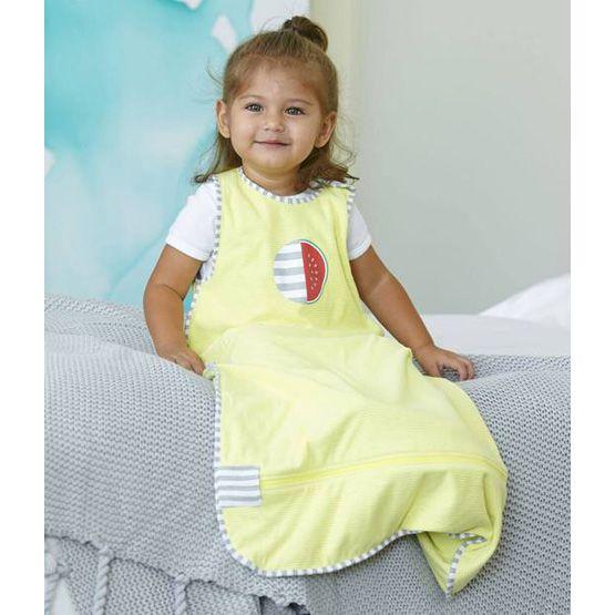 Pirteän keltainen Nuzzlin unipussi on ylellisen kevyt ja pehmeä.
