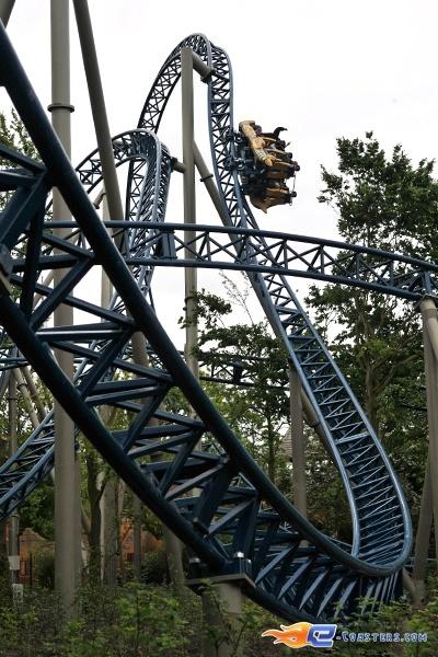 17/36 | Photo du Roller Coaster Anubis The Ride situé à Plopsaland de Panne (Belgique). Plus d'information sur notre site http://www.e-coasters.com !! Tous les meilleurs Parcs d'Attractions sur un seul site web !! Découvrez également notre vidéo embarquée à cette adresse : http://youtu.be/CTarPc72gHs