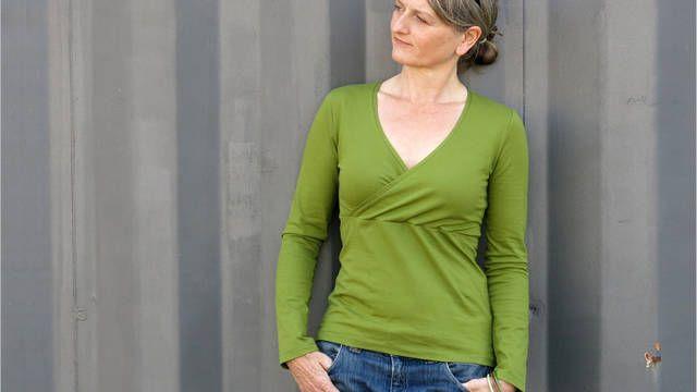 Zeitloses Langarmshirt in Wickeloptik Frau Liese  - Schnittmuster und Nähanleitungen bei Makerist