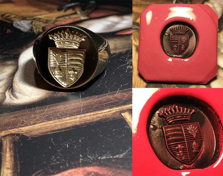 A 18k gold SignetRing engraved with a FamilyCrest