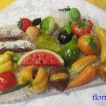 Fra un po sarà la ricorrenza dei morti e a Palermo è usanza preparare la frutta di martorana, ossia dolcetti di pasta reale....qui c'è la ricetta passo passo
