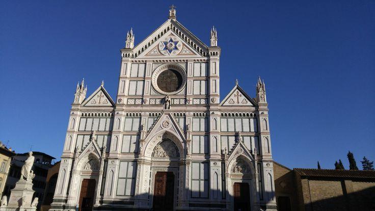 Basilica Santa Croce, Florenz, Italien. Was gibt es sonst noch in der Toskana zu entdecken? Lies hier den kompletten Reisebericht über einen Tag in Pisa und Florenz!