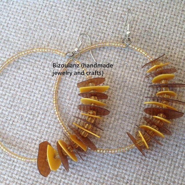 It's so plastic so fantastic! Recycled plastic earring hoops.  #earrings #handmade #handmadejewelry #hoops #brown #yellow #jewelry #handmadeearrings #bizoulanz #recycled #upcycle #plastic #glass #seedbeads #madeingreece #χειροποίητο #κόσμημα #σκουλαρίκια