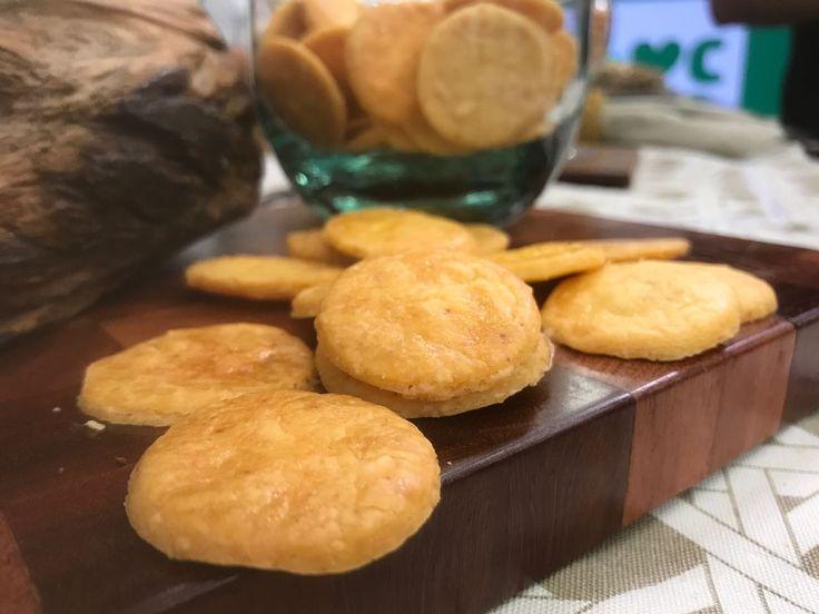 O custo total da receita é de R$ 8,00 (400 g). O preço de biscoito salgado sem glúten (no mercado) é R$ 48,00 (400 g).