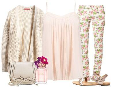 Ga voor een broek met een broek met schattige print. Voeg een gemakkelijke top en een oversized vest toe en jouw lieve zomer look is compleet.