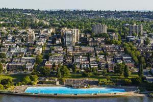Guide to Kits in Vancouver, BC: Kitsilano and Kits Pool, Vancouver