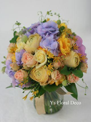 黄色やオレンジ、紫のクラッチブーケ ys floral deco