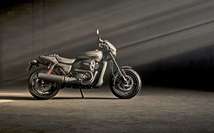 Új Harley modell a piacon! Itt a Street Rod