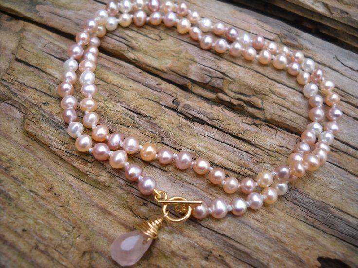 Collier Bridal Show en perles de culture avec fermoir en plaqué or14K et quartz rose : Collier par maferytale