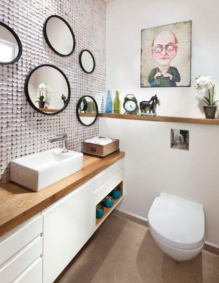 חדרי שירותים הם חלק בלתי נפרד מחללי הבית, ולמרות שמבלים בהם זמן קצר יחסית, מגיע לכם (וגם לאורחים) ליהנות מהם. לפניכם מקבץ חדרי שירותים קטנים אסתטיים ומקוריים