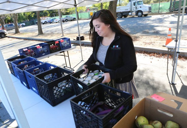 Mobile food pantry program targets West Valley College's homeless #college