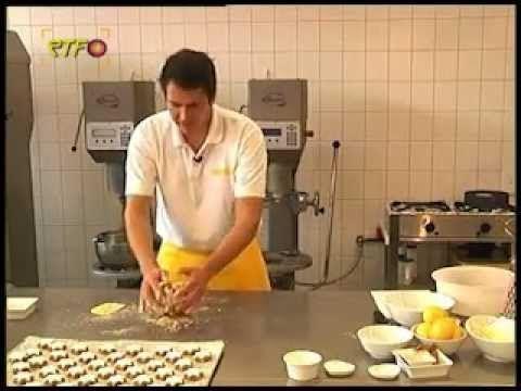 Zimtsterne backen mit Dominic Padeffke von der Bäckerei-Konditorei Padef...