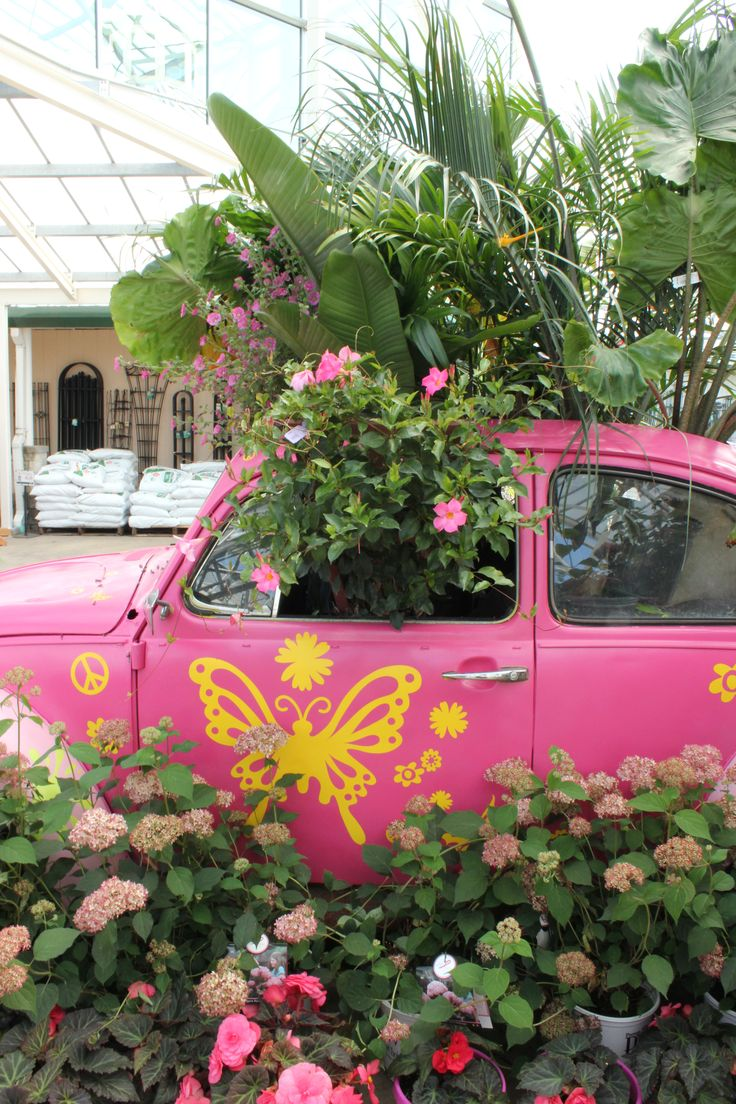 When Petittiu0027s Garden Center In Ohio Hosted Their Pink Day, They Created A  Fun Display Around An Old Pink Volkswagon Beetle!