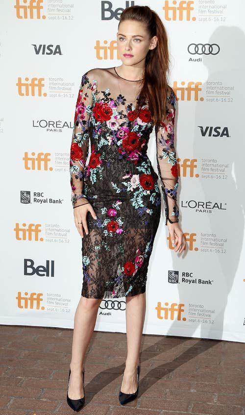 Kristen Stewart arrasou com o vestido que mistura a textura da renda, transparência e bordado de flores: fashion e phyna!   Kristen Stewart - Look do dia - Setembro de 2012 - CAPRICHO