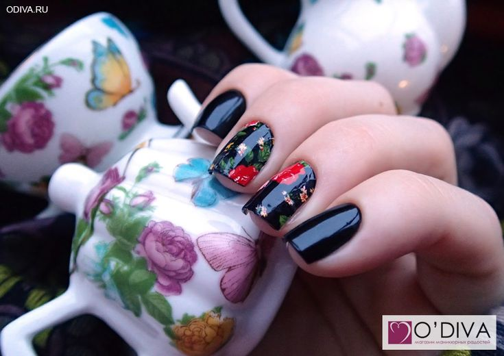 China Glaze - Liquid leather и арт-плёнка Dashing Diva Moonlight & roses. Marigold. http://odiva.ru/~rInrs  #dashingdiva #дашингдива #артпленка #минкс #minx #голливудскийманикюр #наклейкинаногти #наклейкидляногтей #дизайнногтей #ногти #идеиманикюра #маникюр