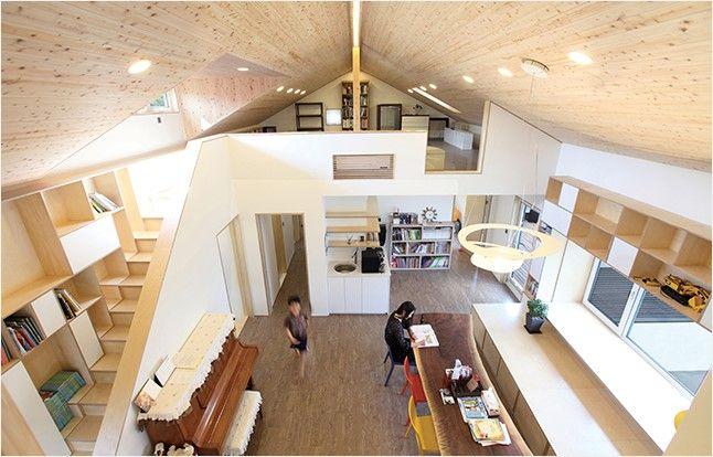 공간과 구조, 건축 물리까지 고민한 흔적이 곳곳에 묻어나는 집. 건축가와 건축주의 깊은 생각이 머무르고 간 이곳, 여유헌에서 진지함 속의 유쾌함을 찾는다. 건축가의 역할은 건축주의 희망 사항을 건축이라는 언어로 근사하게 번역하는 것이라 생각한다.