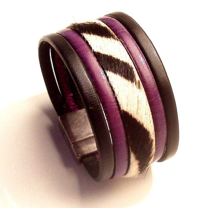 manchette en cuir noir violet et poil zèbre avec fermoir aimanté argent : Bracelet par eddco