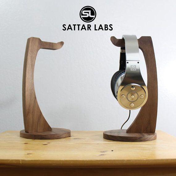 Support de casque noyer Slim par SattarLabs sur Etsy