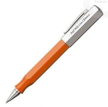 """Stylo gravé Faber Castell - Roller Ondoro Orange  Ondoro : un corps de section hexagonale rappelant la forme du crayon de bois, des finitions """"tendance"""" (résine noire graphite ou orange, bois de chêne), ces stylos originaux reflètent la qualité du design Faber-Castell."""