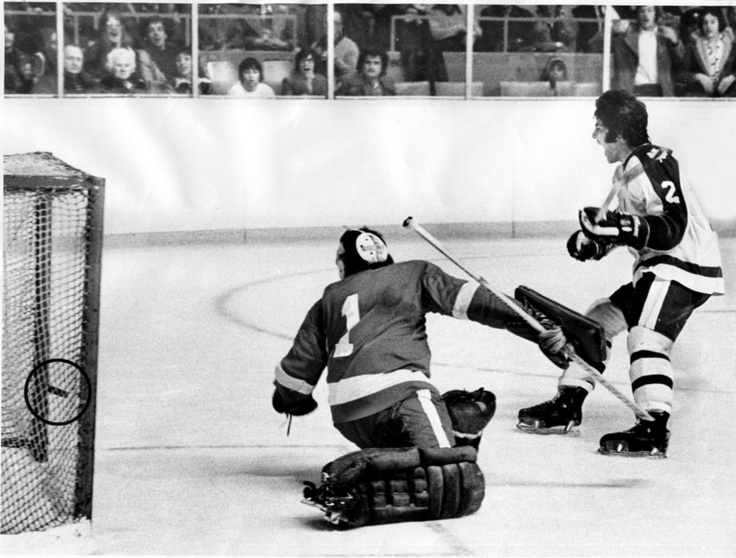 Maple Leaf defenceman Ian Turnbull scores his fifth goal in one night against the Detroit Red Wings in 1977. (Ron Bull)