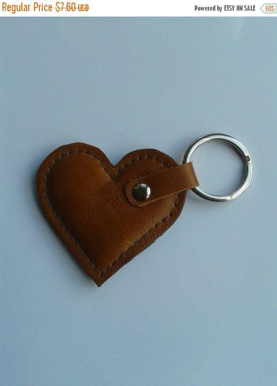 EN venta llaveros de corazón de cuero por AYOJA en Etsy