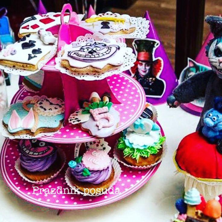 розовая подставка , праздник в стиле Алиса в стране чудес