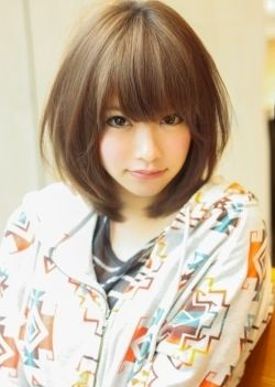 ミディアムカット×四角顔さんにおすすめしたい愛されヘアスタイル♡気になるエラを隠すアレンジでハッピーな髪型☆