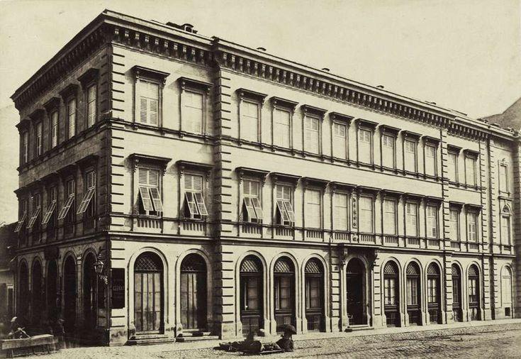 Vámház körút 15., Dlauchy-ház. A felvétel 1880-1890 között készült. A kép forrását kérjük így adja meg: Fortepan / Budapest Főváros Levéltára. Levéltári jelzet: HU.BFL.XV.19.d.1.05.043