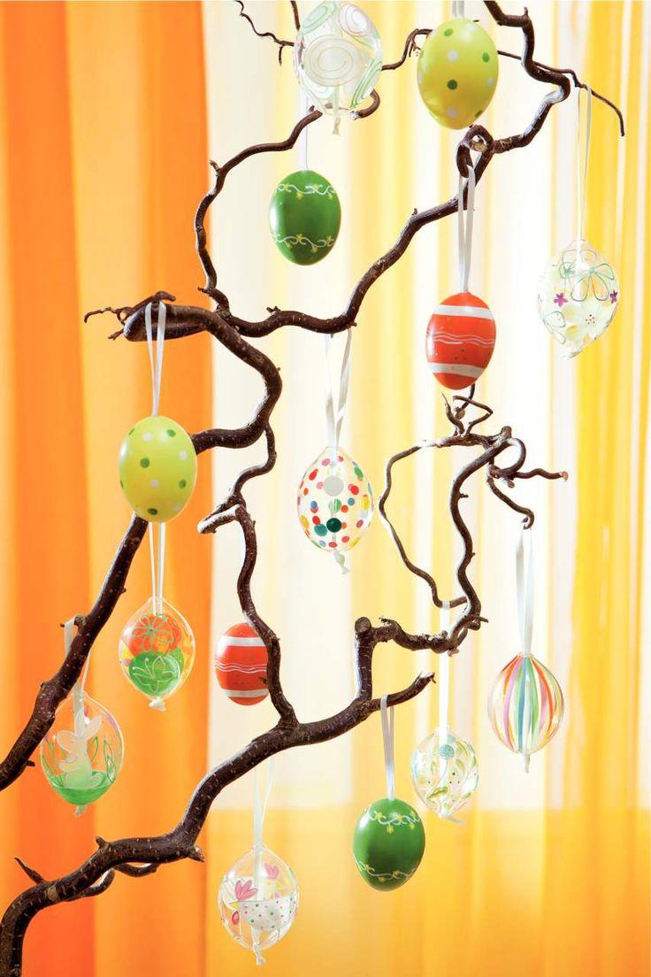 Decoratiunile colorate infrumuseteaza orice coltisor. #kikaromania #accesorii #decoratiuni #galben #lumanari #primavara #Paste